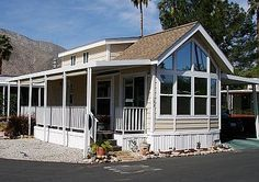 Notice the roof on this mobile home Mobile Home Redo, Mobile Home Living, Home And Living, Mobile Homes, Single Wide Trailer, Trailer Remodel, Creative Home, Exterior Paint, Shed