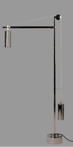 (Umkreis) Bauhaus, Lamp, 1923 Aus dem Umkreis des Bauhauses stammt das Original dieser Leuchte, die noch die Merkmale der Konstruktion der frühen Zeit hat. Leuchten mit ähnlicher Mechanik wurden von Marianne Brandt und K. J. Jucker als Wandlampen entworfen. Die Bauhaus Stehlampe BH 23 trägt das Bauhaus + Tecnolumen-Zeichen und ist nummeriert.