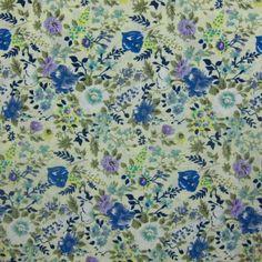 Tissu vendu en coupon de 3 mètres, en coton imprimé fleurs bleues et mauves sur fond écru. Très léger et souple, idéal pour réaliser robes, jupes, vêtements pour enfants etc.