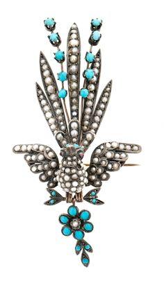 Broche en forma de pájaro, de la segunda mitad del siglo XIX Plata, turquesas talla cabujón, 1,55 cts y perlas de aljófar. Falta una perla de aljófar. 16,4 gr Precio de salida: 600€