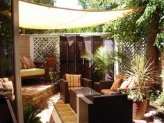 That's a tarp being used as a sail, and those are bifold closet doors in the back. Me likes! #backyard #patio #ideas