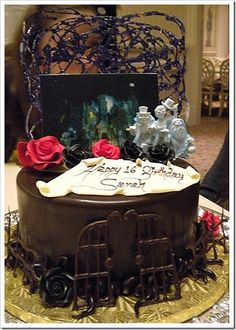 haunted mansion cake | Walt Disney World's Haunted Mansion Cake – The Hitchhiking Ghosts