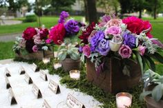 Rustic romantic wedding flower centerpieces for presenting tablecards