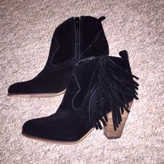 Steve Madden Black Fringe Suede Booties 7 Like New- Steve Madden Black Fringe Suede Booties 7. Worn once, perfect condition. Great for any season, day/night, super fun for festivals. No damage/flaws/any sign of wear✨ Steve Madden Shoes Ankle Boots & Booties