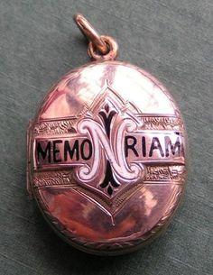 Victorian mourning locket. Gold & Enamel.