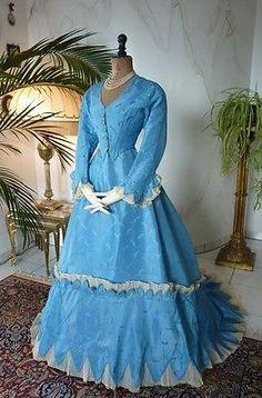 1867-Ball-Gown-antique-Dress-antique-gown-robe-ancienne-antikes-Kleid Victorian Fashion, Vintage Fashion, Vintage Dresses, Vintage Outfits, Old Fashion Dresses, 19th Century Fashion, Antique Clothing, Historical Clothing, Fashion History