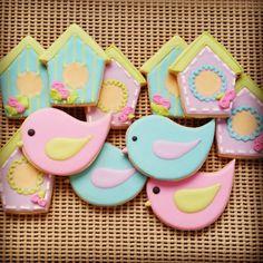 Bird house cookies Bird Cookies, Easter Cookies, Fun Cookies, Cupcake Cookies, Sugar Cookies, Torta Baby Shower, Baby Shower Cookies, Cookies Decorados, Edible Favors