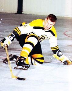 Hockey Shot, Women's Hockey, Hockey World, Hockey Cards, Hockey Players, Bobby Orr, Boston Bruins Hockey, Boston Sports, Vancouver Canucks