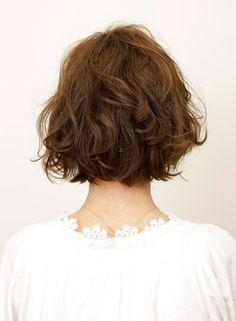 "Michell|立体ウェーブで魅せる""ダイヤモンド""ボブ|ヘアコレ Medium Hair Cuts, Short Hair Cuts, Medium Hair Styles, Curly Hair Styles, Bob Haircut Medium Length, Shot Hair Styles, How To Curl Short Hair, Permed Hairstyles, Light Hair"