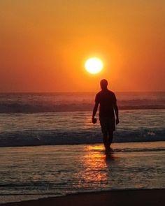 Por do sol na praia de Seminyak em Bali, Indonésia.  Foto Adriana Lage. Clique na foto para saber mais detalhes ou acesse www.acamminare.com