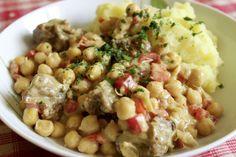 Hübsch angerichtet kommt Johannas Abendessen daher: Kartoffelpüree mit Kichererbsen-Paprika-Seitan-Mischmasch.