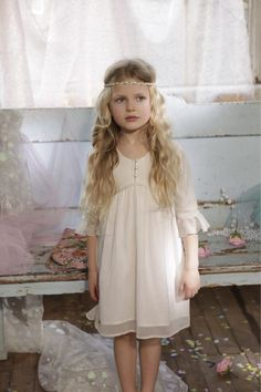 OMG! I just died. This is beautiful! Flower girl heaven!
