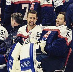 Tomas Tatar and Jan Laco Hockey Teams, Ice Hockey, Football Players, Marathon Runners, Dark Eyes, Couple Goals, Guys, Country, Beautiful