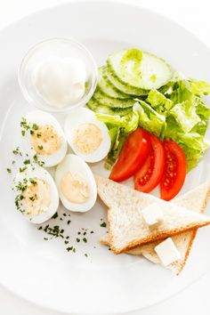 varené vajíčka s toastom