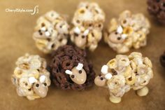 How to make Cheerios sheep snacks! These are so cute and it looks so easy...toddler birthday  party snack?