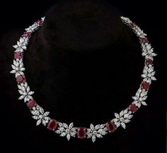 Gold Jewellery Design, Diamond Jewellery, Ruby Jewelry, Jewlery, Diamond Necklace Simple, Butterfly Jewelry, Chocker, Saved Items, Bangles