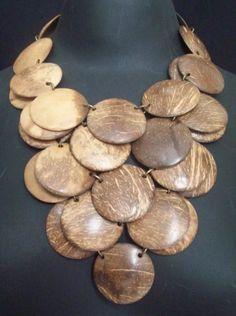 Twine Crafts, Diy And Crafts, Arts And Crafts, Wood Jewelry Display, Wooden Jewelry, Shell Jewelry, Beaded Jewelry, Coconut Shell Crafts, Nature Crafts