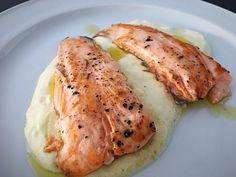 salmón a la plancha con salsa de yogurt – PALEOGOURMETE