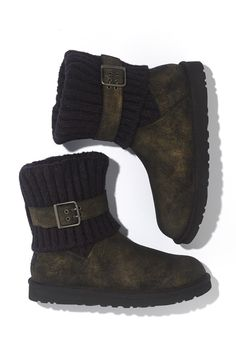 Love the metallic detail to these Ugg boots. Gorgeous for fall and winter.