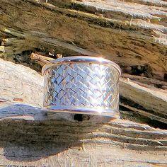 Handgemaakte zilveren (925 Sterling) gevlochten ring uit Bali. Fair trade http://www.corazonfairtrade.nl/productgroepen/zilveren-sieraden/