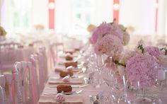Table d'honneur, Hortensia, Roses parfumées et chandeliers.
