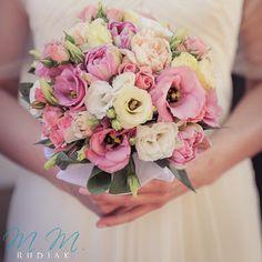 Bukiety ślubne w odcieniach rożu, różowe kwiaty, różowy bukiet ślubny - LoveWeddings Blog Ślubny { Stylowe inspiracje na ślub, dekoracje, suknie, fotografia, moda }
