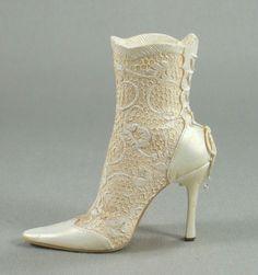 """Lace It Up"" Just The Right Shoe Figurine Cream Victorian Boot 25187 2002 Raine | eBay"