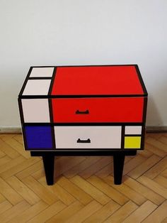 Mod Mondrian End Table Art Furniture, Upcycled Furniture, Furniture Makeover, Painted Furniture, Furniture Design, Piet Mondrian, Mondrian Kunst, Deco Design, Kitchen Remodeling