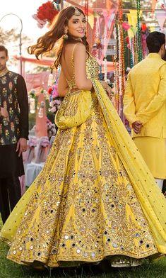 Wedding Lehenga Designs, Designer Bridal Lehenga, Indian Bridal Lehenga, Indian Bridal Outfits, Indian Gowns Dresses, Indian Fashion Dresses, Dress Indian Style, Indian Designer Outfits, Pakistani Dresses