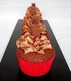 cupcake de chocolate con frosting de chocolate y nutella igual ta bueno