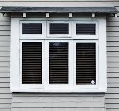 californian bungalow Bungalow Porch, Bungalow Decor, Bungalow Interiors, 1940s Bungalow, Bay Window Exterior, House Paint Exterior, House Windows, Facade House, Home