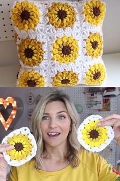 Sunflower Granny Square Learn how to crochet this sunflower granny square block with pillow pattern option. Free pattern tutorial and video! Crochet Bows Free Pattern, Crochet Flower Tutorial, Granny Square Crochet Pattern, Crochet Blocks, Crochet Squares, Crochet Blanket Patterns, Crochet Motif, Crochet Designs, Crochet Art