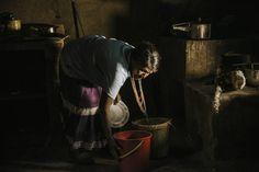 #photojournalism #photojournal #documenting #documentalphotography #documental #socialdocumentary #sociallandscape #womanworkers #aborigen #tribu #tribal #light #visualstorytelling #kitchen #villamilvisuals #colombianphotojournalist by villamilvisuals