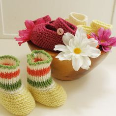 Knitted baby shoes made of Italian Virgin by Melimebabybeeshop, $20.00
