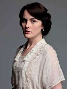 Photos - Downton Abbey - Season 2 - Cast Promotional Photos - Michelle Dockery as Lady Mary Crawley Lady Mary Crawley, Michelle Dockery, Downton Abbey Costumes, Downton Abbey Fashion, Downton Abbey Mary, Dame Mary, Edwardian Fashion, Vintage Fashion, Belle Epoque