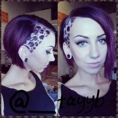 Leopardhair undercut, short hair, purple hair, leopard print - I shoulda never seen the shit! Cheetah Print Hair, Leopard Hair, Funky Hairstyles, Pretty Hairstyles, Short Purple Hair, Shaved Hair Designs, Short Hair Undercut, Undercut Hairstyle, Galaxy Hair