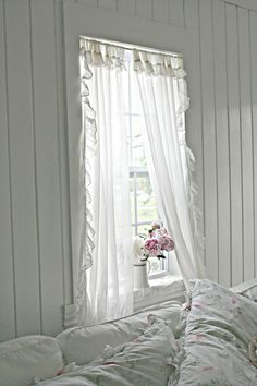 Romantic Shabby Chic Clothing next Home Decor Inspiration plus Romantic Chicken Dinner For Two between Romantic Restaurants River North Chicago enough Jungle Home Decor Ideas Shabby Chic Interiors, Shabby Chic Bedrooms, Cottage Interiors, Shabby Chic Homes, Romantic Bedrooms, Small Bedrooms, Guest Bedrooms, Estilo Shabby Chic, Shabby Chic Style