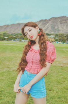 Photo album containing 10 pictures of Nayeon Kpop Girl Groups, Korean Girl Groups, Kpop Girls, Chaeyoung Twice, Nayeon Twice, Twice Kpop, Im Nayeon, Dahyun, Pose