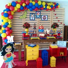 Festa Mulher Maravilha: tutoriais e 70 ideias para fazer a sua Batman Birthday, Mom Birthday, Birthday Party Themes, Wonder Woman Birthday, Wonder Woman Party, Popular Birthdays, First Birthdays, Captain America Birthday, Girl Superhero Party