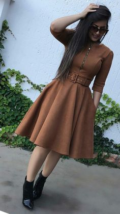 #modamodestaclassica Modest Dresses, Simple Dresses, Cute Dresses, Vintage Dresses, Casual Dresses, Muslim Fashion, Modest Fashion, Hijab Fashion, Fashion Dresses