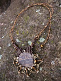 Collares largos - Collar Naturaleza de Otoño macramé y Stromatolite - hecho a mano por eltallercitonomada en DaWanda