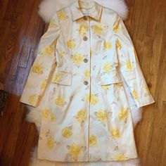 """Banana Republic Yellow Floral Dress Coat Chic and classic. Worn once and in perfect condition. 40"""" body length, 37"""" chest circumference. Fully lined in beautiful yellow lining. 97% cotton, 3% spandex. NO TRADES. Banana Republic Jackets & Coats Trench Coats"""