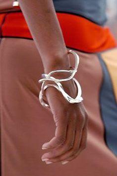 Fendi-Armband Fendi bracelet Fendi-Armband – Jewerly World Contemporary Jewellery, Modern Jewelry, Jewelry Art, Fashion Jewelry, Silver Bracelets, Bangle Bracelets, Silver Jewelry, Silver Earrings, Fendi Bracelet