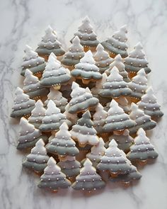 ㆍ 꽃 달고 싶어서 근질근질~~~ ㆍ ㆍ 고메버터와 천연바닐라빈으로 만든 베이스라 맛도 기똥차~ #효자쿠키 ㆍ ㅡㅡㅡㅡㅡㅡㅡㅡㅡ 수강과정 A코스(정규,심화) ㅡ 총8회 B... Christmas Tree Cookies, Iced Cookies, Christmas Sweets, Cute Cookies, Noel Christmas, Christmas Goodies, Holiday Cookies, Christmas Baking, Cookies Et Biscuits