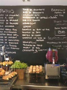 De pintxos por San Sebastián Asturian, Tapas Restaurant, Spanish Tapas, Canapes, Antipasto, Mediterranean Recipes, Culinary Arts, Spain, Pallet Bar
