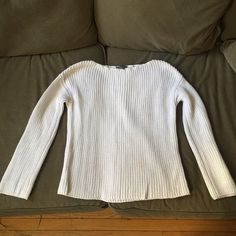 Vince white cotton crewneck knit sweater white S Super cozy chunky knit Vince white sweater. Crewneck. Looser fit- fitted in the arms though. Roll up the sleeves for a cute beachy look. Great condition; but some signs of general wear. No stains or tears! Size small. Vince Sweaters Crew & Scoop Necks