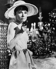 """Paris When It Sizzles"", film by Richard Quine. Audrey Hepburn (dressed by Hubert de Givenchy). Old Hollywood, Golden Age Of Hollywood, Classic Hollywood, British Actresses, Actors & Actresses, Audrey Hepburn Halloween Costume, Style Audrey Hepburn, Aubrey Hepburn, Divas"