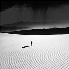 Silence and solitude! Should you find yourself in a desert, turn off all sound and listen to the silence - it is so loud and amazing! Monochrome Photography, Black And White Photography, Fine Art Photography, Black White Art, Black White Photos, Tumblr, Less Is More, Photo Art, Cool Photos