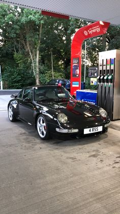 great uncle of the generation Cayenne!The great uncle of the generation Cayenne! Porsche 993, Porsche 911 Models, Porsche Sports Car, Porsche Cars, Automobile, Vintage Porsche, Top Cars, Amazing Cars, Fast Cars