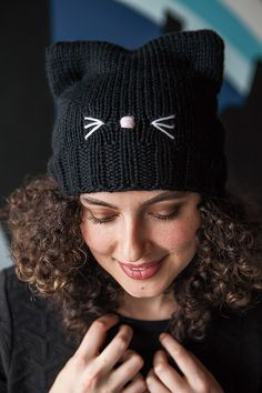 pattern by Pattymac Knits Ravelry: C'Mon, Cat Happy! pattern by Pattymac Knits Knitting Blogs, Knitting For Beginners, Baby Knitting Patterns, Knitting Projects, Crochet Patterns, Hat Patterns, Bonnet Crochet, Crochet Beanie, Diy Crochet